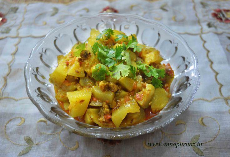 Ghiya Wadi/ Wadiyon Wali Lauki Ki Sabzi A soothing dish for your stomach #ghiya #lauki #wadiyan #laukikisabzi #healthy #summerrecipe  Recipe at : www.annapurnaz.in