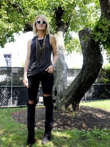 emily haines of metric. love everything about this shot.