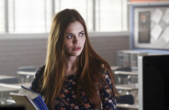 Teen Wolf - 6x01 still - Lydia sense something. What could it be?
