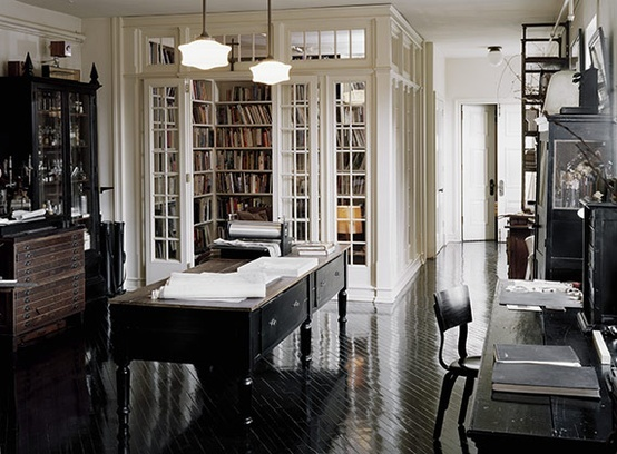 i love this works space everything is beautifulllll ! and look at the glass library how lovely !