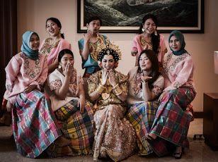 Bridesmaids dengan memakai baju bodo adat makassar..