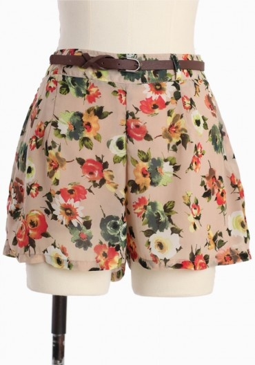 floral shorts (bet i could find some similar at a thrift store...)