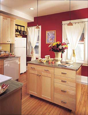 Love the maple cabinets and really liking the red and yellow walls...who would have thought those worked together...inspired!  Love the curtains too!