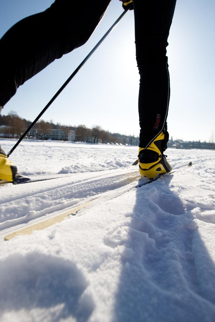 Skilanglauf auf dem zugefrorenen #Saimaa-See in Südkarelien #Finnland Picture: www.gosaimaa.com/MikkoNikkinen