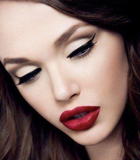 maquiagem e batom para lábios carnudos