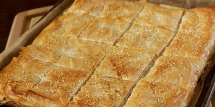 Μια υπέροχη συνταγή για να φτιάξεις κασερόπιταγρήγορη με φύλλο της στιγμής, μια εύκολη πίτα που γίνεται πολύ νόστιμη. Δεν θα χρειαστείς πολλά υλικά...