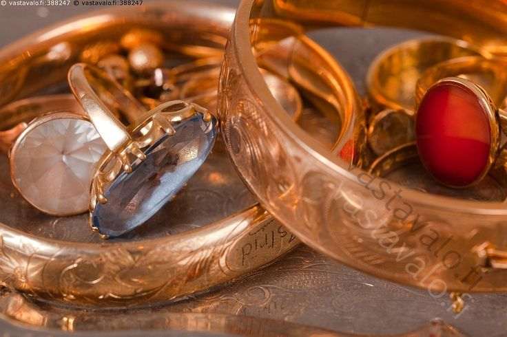 Vanhat korut - koru korut jalometalli kulta kultakoru kultakorut vanha vanhat romukulta kultainen kultaiset sormukset sormus rannerenkaat rannerengas vintage vintagekorut vintagekoru