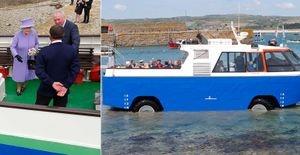 Rainha Elizabeth II realiza passeio a bordo de ônibus anfíbio no sudoeste da Inglaterra - Após visitar o Monte Saint-Michel, na costa da Cornualha, Rainha Elizabeth retorna ao continente em diferente ônibus anfíbio