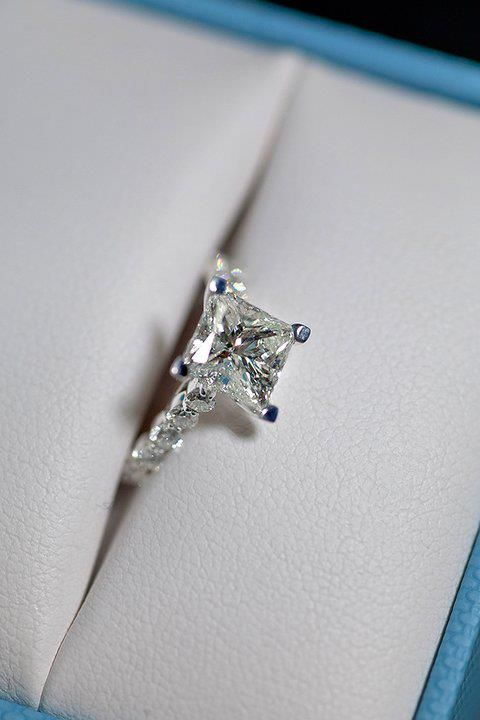 I think that square engagement rings and so beautiful