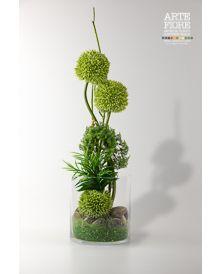 Composizione di fiori Allium artificiali in vaso vetro.