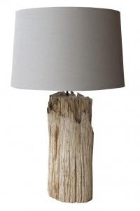 Lámpara de mesa de tronco grueso color natural con pantalla de lino.  Las medidas son 80 cm de alto y 35 cm de diámetro.