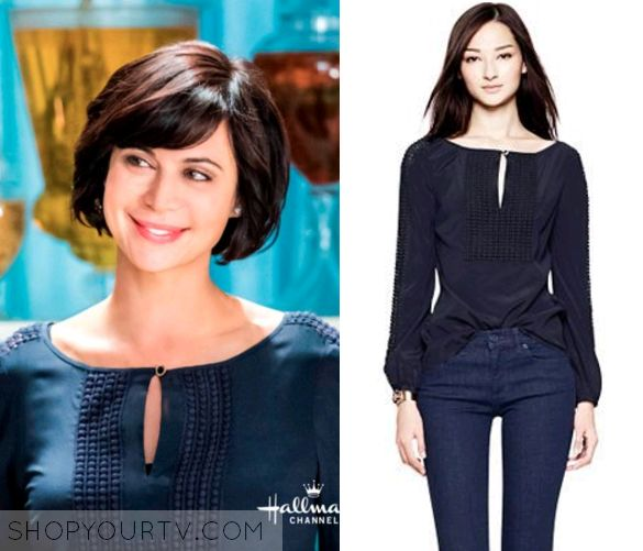 Cassie Nightingale (Catherine Bell) wears this navy blue peasant top in this week's episode of the Good Witch. It is the Tory [...]