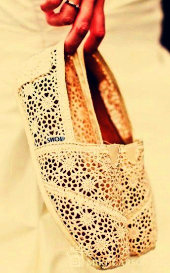 Awesome / Toms Shoes Outlet! $20 OMG!! Holy cow, I'm gonna love this site