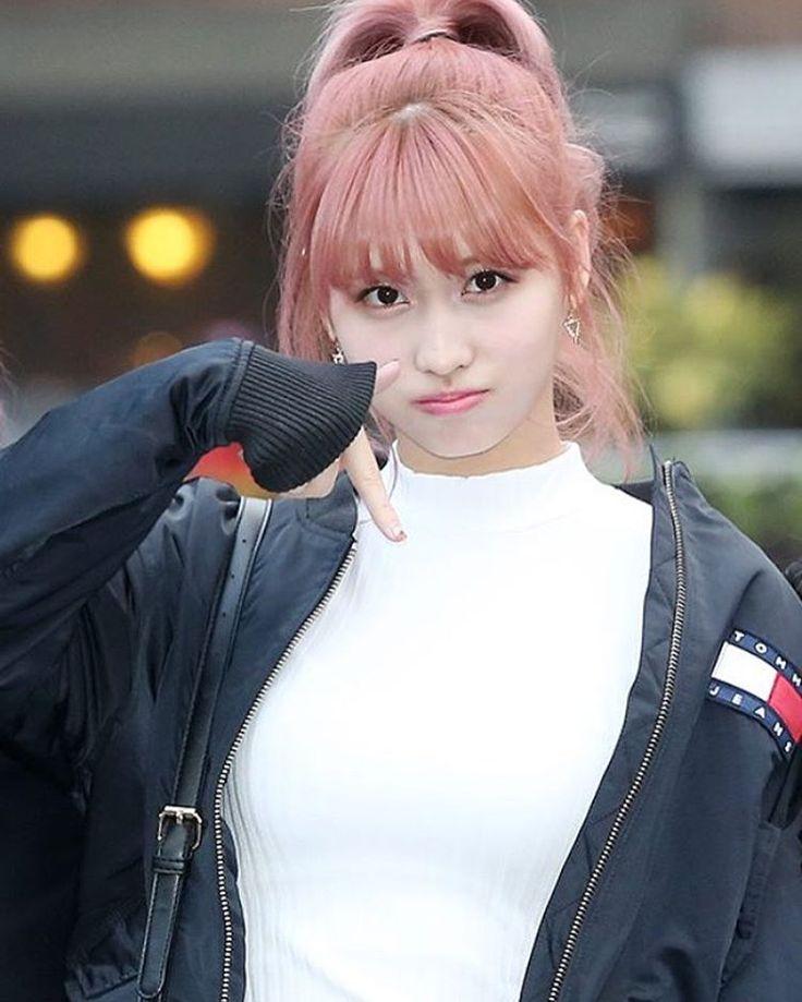 i'm like TT    fantaken momo with pink hair   