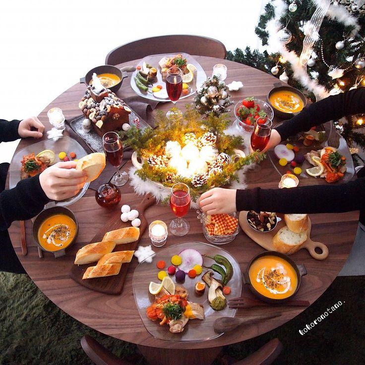 kokoronotane  . . Merry Christmas いかがお過ごしでしょうか。 ・ 我が家は 夕方早めの乾杯でした (娘だけジュースねw) ・ メニュー ❁チキングリルのトマトときのこのソース添え ❁エリンギとしし唐のジェノベーゼ ❁人参のグラッセと赤大根 ❁紫芋のマッシュボール ❁豚肉のバターナッツかぼちゃ巻き ❁かぼちゃのポタージュ ❁パン ❁フルーツ(いちご・りんご) ❁スノーボールとナッツ盛り ❁クッキーハウス ・ それでは引き続き素敵な夜を✨ ・ ・ 写真をいくつか LINEブログに掲載しました♡ ・ #LINEブログ更新中 #こころのたねゴハン ❁.*⋆✧°.*⋆✧°.*⋆✧°❁