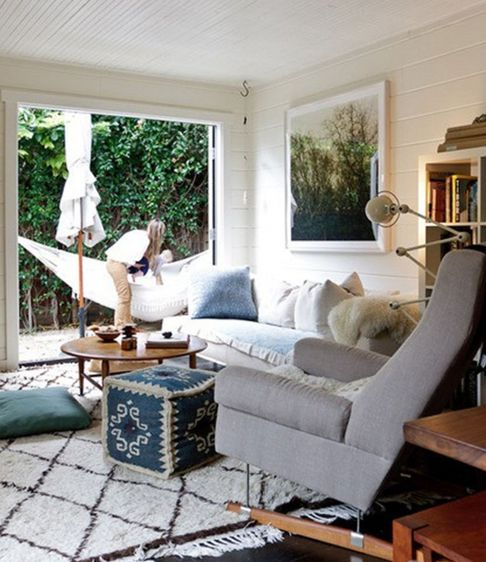 relaxed: House Tours, Living Rooms, Beaches House, Moroccan Rugs, Chill Rooms, French Doors, Dreams House, Rental House, White Wall
