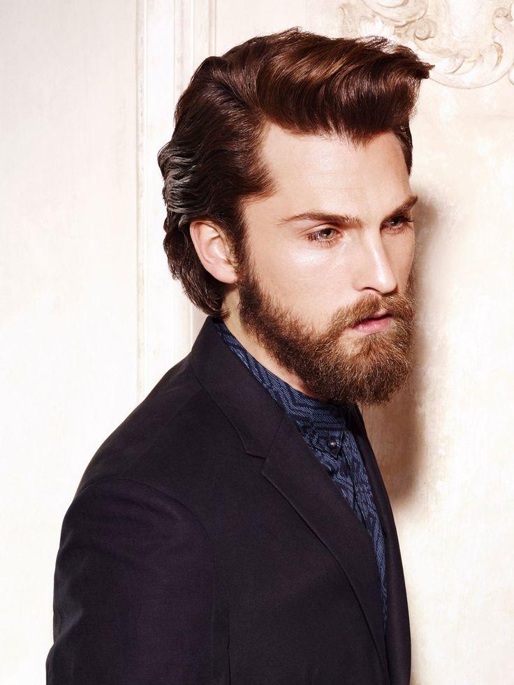 Der Bart ist angesagter denn je - deshalb sollte die Frisur auch zum Bart passen. Hier ist der Übergang perfekt abgestimmt. Die etwas längeren Haare wurden lässig zur Seite gestylt und gehören definitiv zu den coolsten Trendfrisuren für den Mann.Hier gibt's noch mehr für's Auge: Männer mit Bart