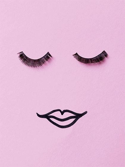 In unseren 10 Mascara-Hacks verraten wir euch, wie ihr eure Wimpern richtig tuschen müsst, um den perfekten Augenaufschlag zu bekommen
