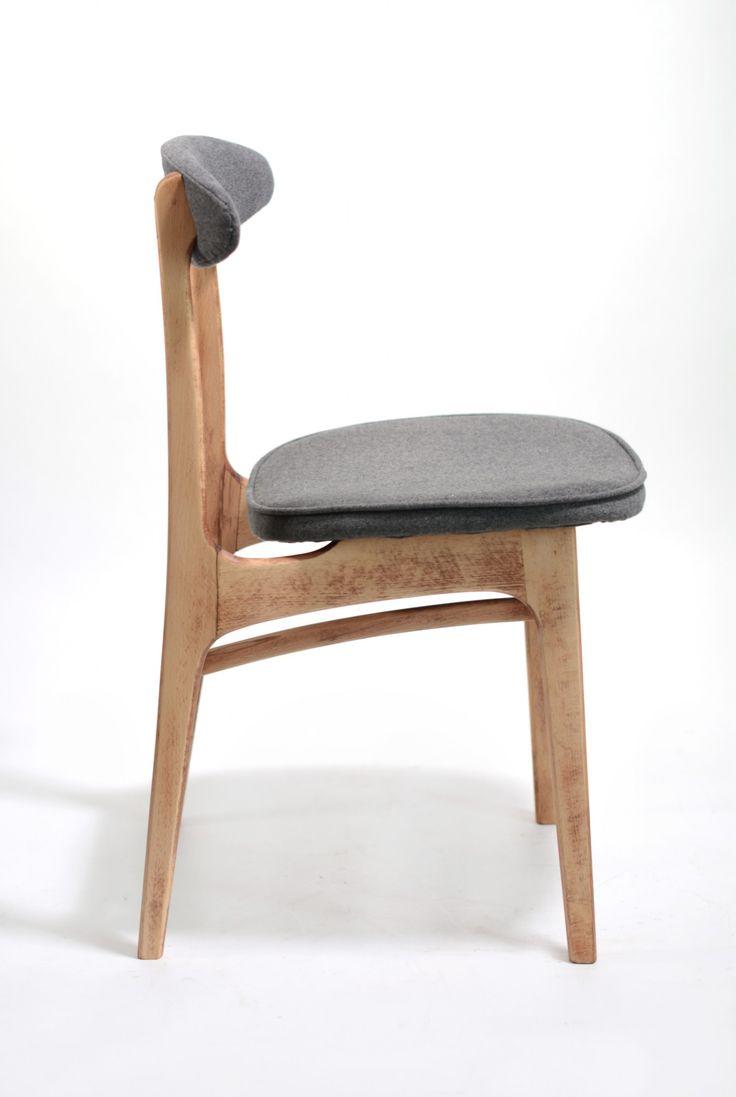 Krzesło vintage projektu prof. Rajmunda Hałasa. Krzesło wykonane jest z bukowego drewna. Zostało wyczyszczone do naturalnego…