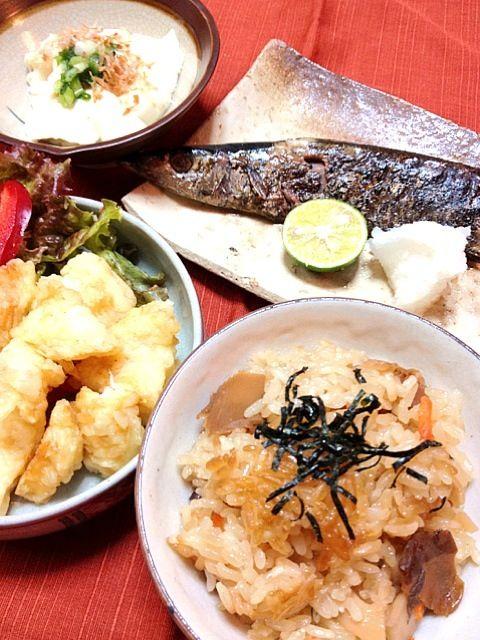 炊き込みご飯は、餅米と白米半々でおこげを狙って炊きました。 - 10件のもぐもぐ - うち夕ご飯(舞茸炊き込みご飯・焼き秋刀魚・いか天ぷら・湯葉豆腐) by sakapon777