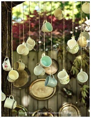 Bekijk de foto van koekjes met als titel Vintage kopjes en kannetjes voor je (keuken)raam hangen. Crea! en andere inspirerende plaatjes op Welke.nl.