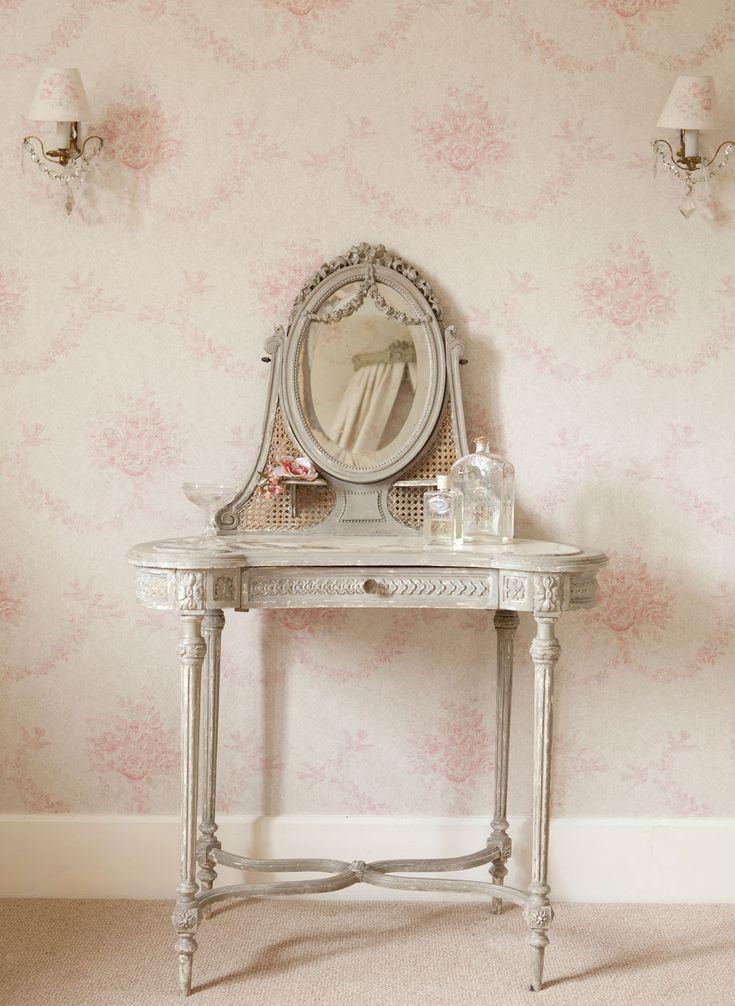 Pink Sophia Wallpaper