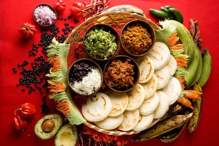 Hermosa composición de una comida típica venezolanaS'Mores Bar, S'More Bar, East Village, Arepas Bar, Comida Venezolanas, New York, Caracas Arepas, Cake Bar, Venezuelan Food