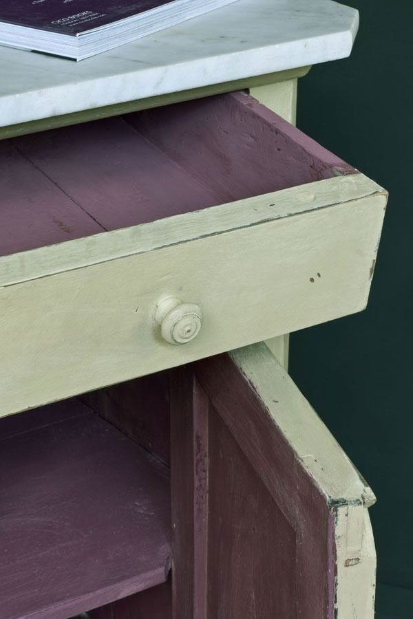 Versailles Annie Sloan Chalk Paint™ Versailles works well with Old Violet