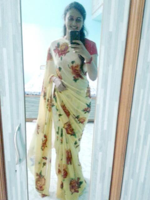 @Admyrin  Floral #selfieinsaree