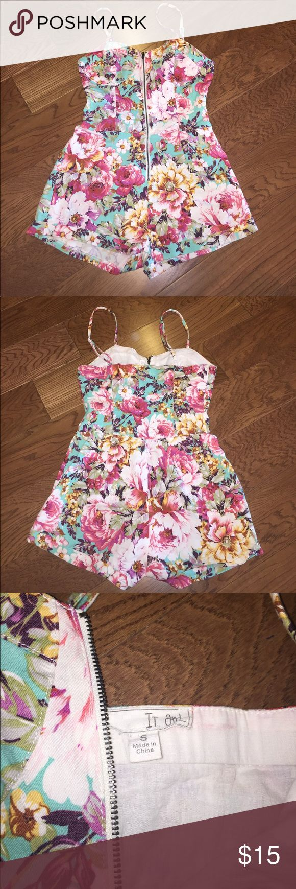 Floral zip up romper🌺🌸🌷🌹 super cute floral zip up romper! worn once but too small, says size small but fits more like an xs. great condition 💗💕🍒 It Girl Pants Jumpsuits & Rompers