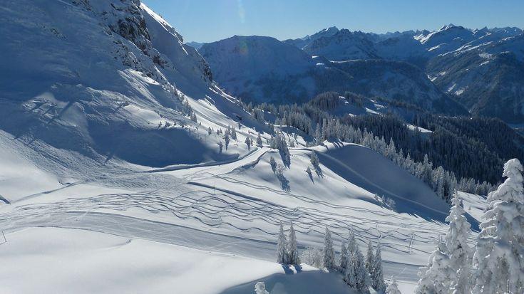Erste Bergbahnen in Betrieb! Am Wochenende (2.+3.12.) öffnet die Söllereckbahn bei Oberstdorf mit Skibetrieb, Wanderwege sind ebenso präpariert! Ab dem 9.12. Skiopening...  #wintercamping #allgäu #winterurlaub #camping #wohnwagen #wohnmobil #stellplatz #familie #reisen #urlaub #kinder #skiing #skifahren #langlauf #rodeln