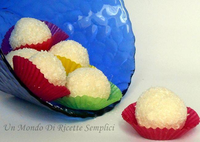 I tartufi al cocco e ricotta sono dei dolcetti sfiziosi e saporiti che si preparano molto velocemente, inoltre non serve il forno per realizzare la ricetta.