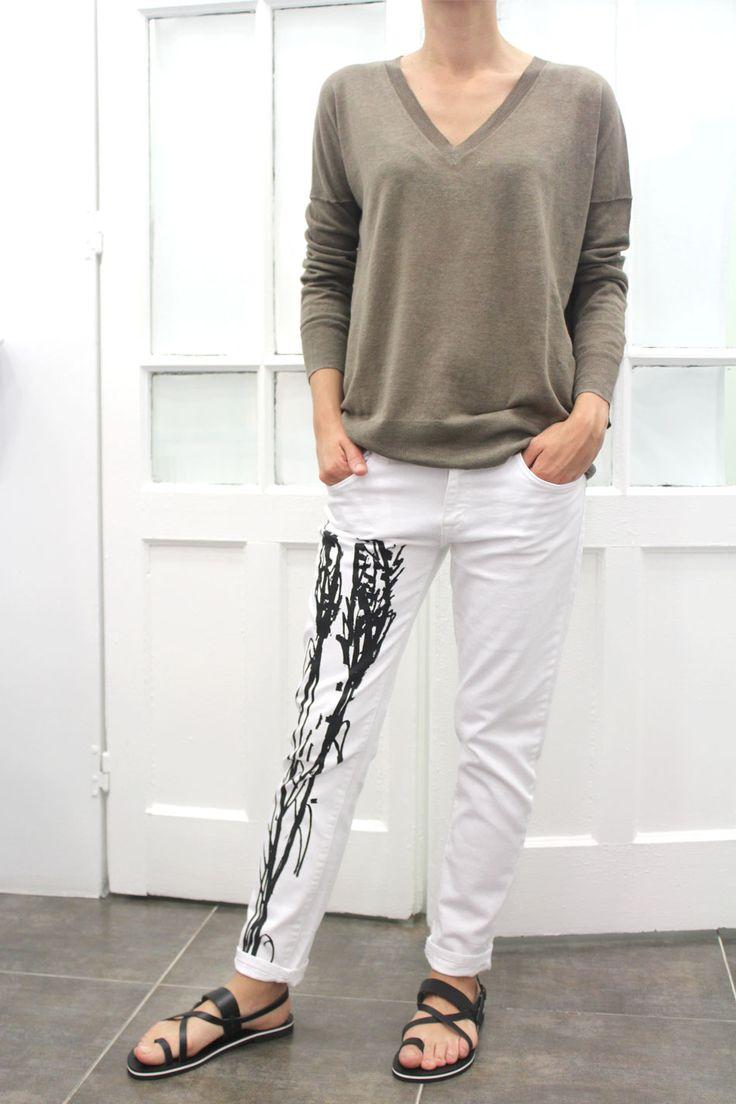La edición limitada de jeans pintados a mano en Arropame + punto #LeborGabala + sandalias #Isapera http://arropame.com/la-edicion-limitada-de-jeans-pintados-a-mano-en-arropame/ #arropame #conceptstore #bilbao #shoponline #shopping #EdicionLimitada #jeans #byarropame #fashion #ss16 #ootd #outfit #style #love