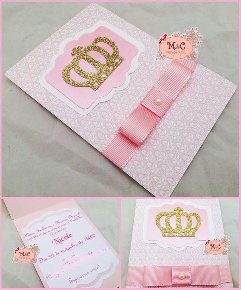 Convite Princesa.    Coroa em papel de scrapbooking puro glitter.  Parte central com papel metalizado rosa.    Acompanha laço chanel e strass.  Impressão interna em papel com 180gr e recorte.    Pedido mínimo de 20 unidades