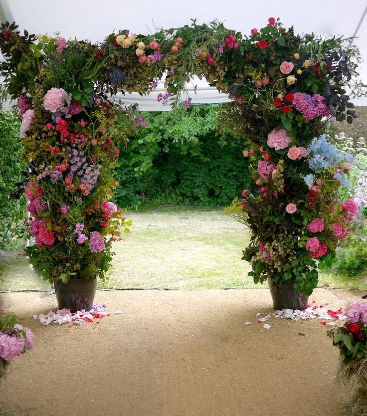 A perfect countryside wedding. See more details on wildatheart.com #weddings #flowers #weddingflowers