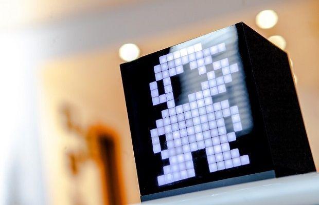Si creías que resolver el cubo de Rubik era el único entretenimiento que le ibas a poder sacar de un bloque hexaédrico, estabas totalmente equivocado. Un equipo de tres jóvenes canadienses ha desarrollado un prototipo de gadget con forma de cubo, bautizado como Cuberox, que promete revolucionar la manera con la que interactuamos con la tecnología.