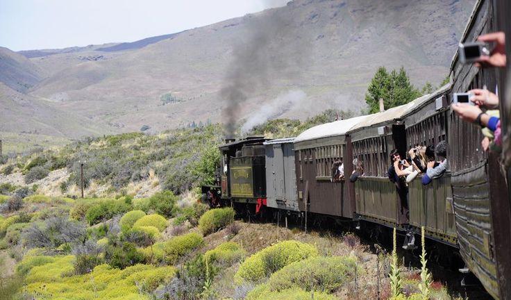 La Trochita, El Maiten, #Chubut  #ArgentinaEsTuMundo #Patagonia #train #tourism #VeranoEnArgentina #travel  (Foto de Carlos Mir )  Más info en https://www.facebook.com/viajaportupais