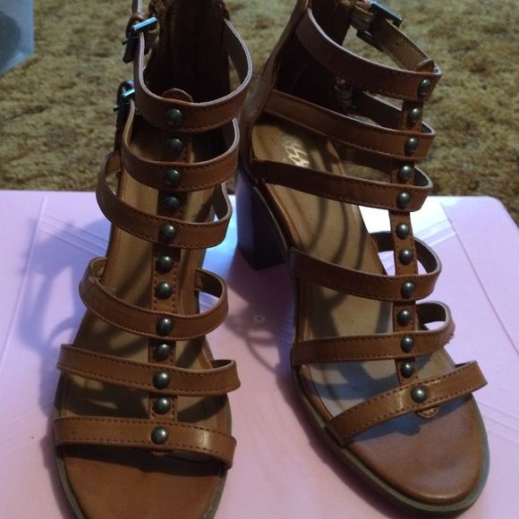 Brown cage shoes Brown cage chunky heels in very good condition - back zipper - man made materials Mossimo Supply Co Shoes