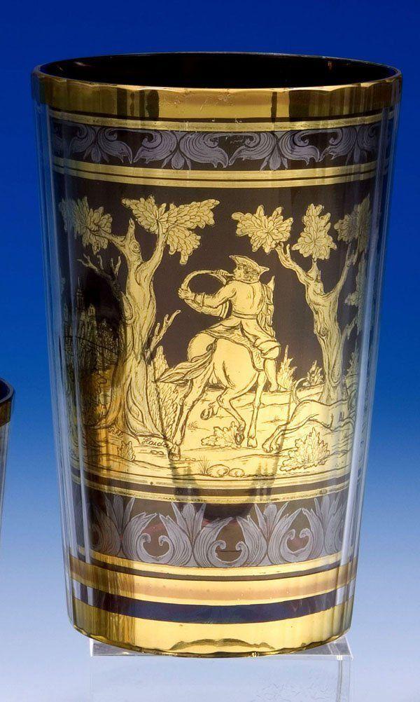 """Signiert """"J.M.POHL HAIDA"""" - Farebloses, vielfach facettiertes Glas. Zwischen den Schichten in gold- bronzefarbener, radierter Folie ausgeführter Dekor..."""