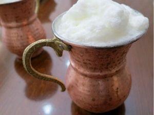 トルコでは欠かせない飲み物アイラン。トルコ風飲むしょっぱいヨーグルト♪油っぽく、塩分の多いトルコ料理にアイランのさっぱりした飲み心地が最高に合う!水+ヨーグルト+塩を混ぜて作る手作りアイランはふわっと泡が浮き、飲むと白い髭が NAVER まとめ