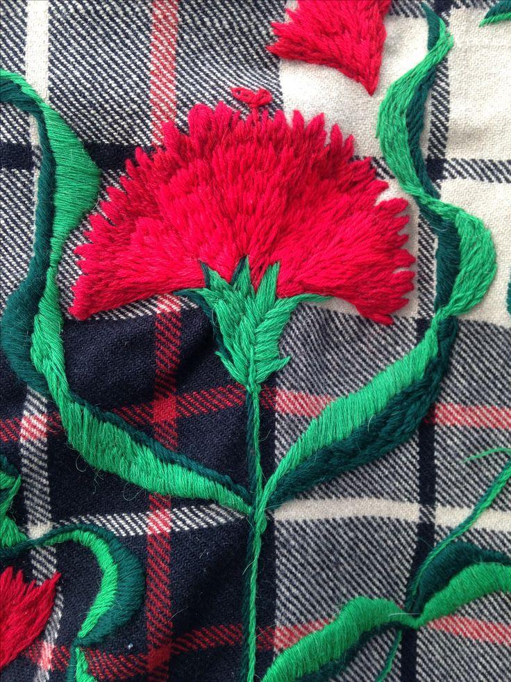 Diseño floral , de Marta Day, para dar nueva oportunidad a manta de lana.
