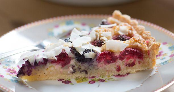 Tærte med kokosremonce og bær | opskrift på kage