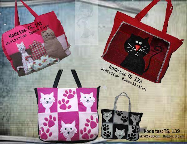 Tas Handmade Keren      Koleksi tas handmade ukuran besar, sangat cocok untuk bepergian / fashion.  Aplikasi gambar kucing yang lucu.          *Untuk info selanjutnya, hubungi:   0812-9850-8811/0858-8537-8811/0878-8095-8811 add pin: 315BE3EC