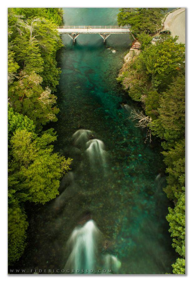 Río Correntoso - Villa la Angostura - Patagonia Argentina Es el río más corto del mundo, une el lago Correntoso con el lago Nahuel Huapi