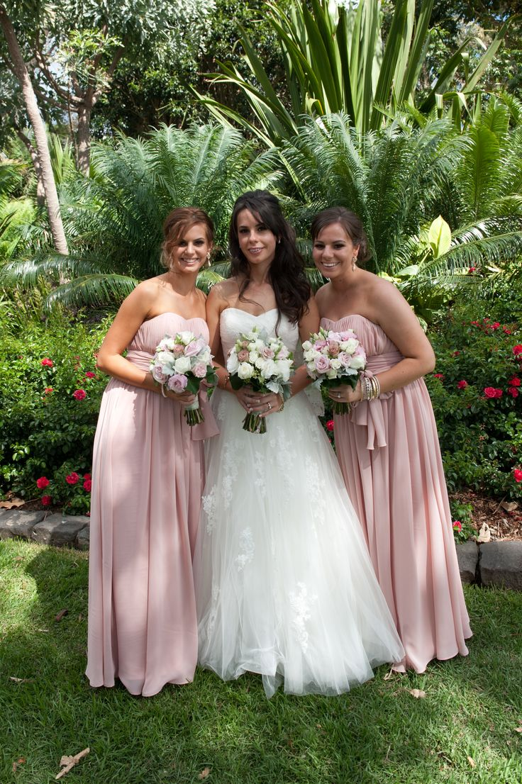 soft pink bride and bridesmaids bouquets
