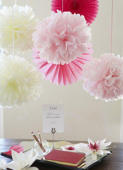 Pompons en papier rose - http://www.instemporel.com/s/29222_162514_lot-de-4-pompons-rose-35-cm