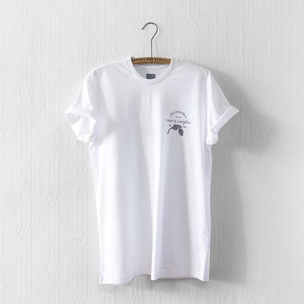 """T-shirt commémoratif du plus long congé scolaire du 20e siècle québécois.- Collaboration avec Les Filles Ne Rient Jamais- Chandail ajusté«coupehomme» 100% coton,150g - Coton doux de qualité, prérétréci et prélavé au silicone- Sérigraphie noirau coeurSM = 19 x 30"""" MED = 20 x 30.5""""LRG = 21 x 31"""" XLG = 22 x 32""""* Disponible enquantité limitée"""