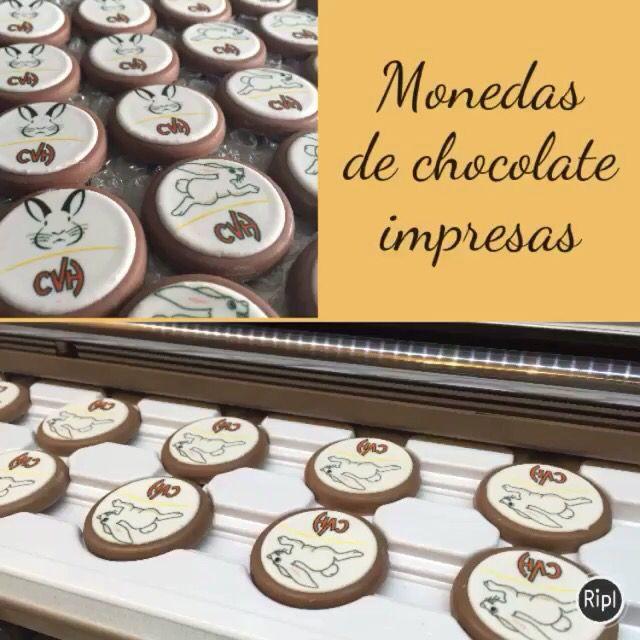 Un pedido más para los conejos del Vistahermosa.   Moneda de chocolate $13 c/u Moneda de galleta $9 c/u 15% descuento pago efectivo   #chocolatesimpresos #detalle #regalofiesta #recuerditos #chocolate #galletas #galletasdecoradas