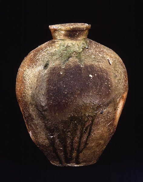 Title Large Jar, known as SHICHIYA Provenance Shigaraki kiln, Shigapref. Period Muromachi period Century 15c Materials Shigaraki ware Dimensions H-50.5 D-4