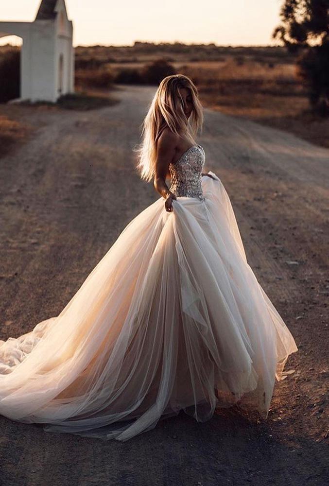 48 Muss Fotos von Ihrem Hochzeitskleid machen #Wed…